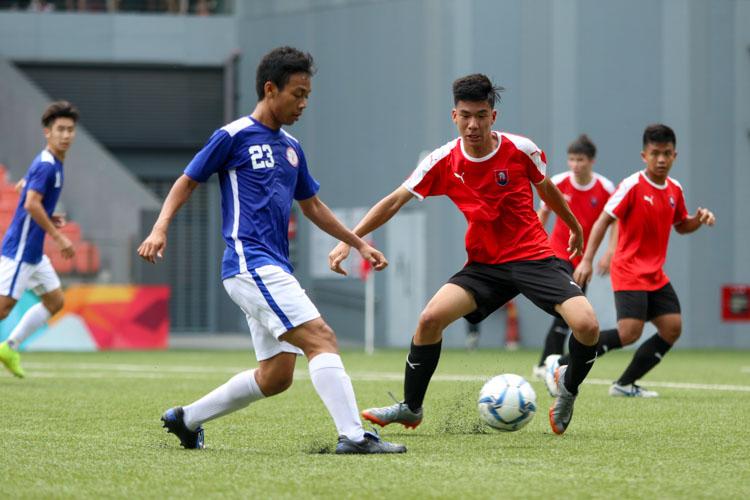 Hameezan (TMJC #23) passing the ball off to the side. (Photo 4 © Clara Lau/REDintern)
