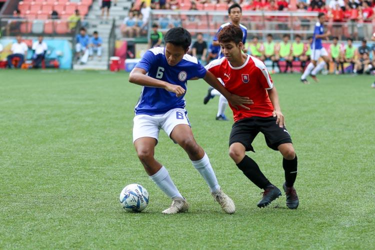 Kaung Htet Lu (TMJC #6) shields the ball from Shaked Shalev (NYJC #10). (Photo 7 © Clara Lau/REDintern)