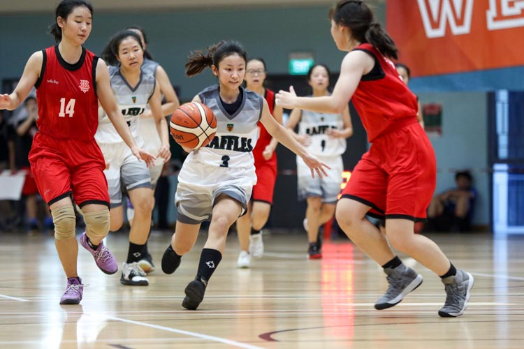 Aw Han Xi (RI #3) dribbles the ball upcourt. (Photo 28 © Clara Lau/REDintern)