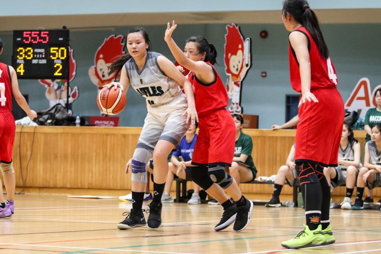 Tan Kang Yi (HCI #12) shields the ball from HCI defenders. (Photo 34 © Clara Lau/REDintern)