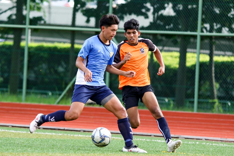 Joshua Yeow Song Yi (CJC #13) shields the ball from Anan S/O Dino Maniam (SAJC #16). (Photo 4 © Clara Lau/REDintern)