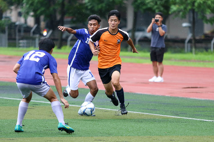 Makito Hayashi (SAJC #33) brings the ball down the wing. (Photo 5 © Clara Lau/REDintern)