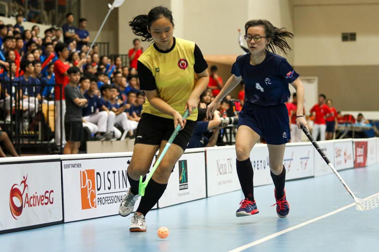 Lin Hui Xin Tiffany (VJC #27) guides the ball down the wing. (Photo 13 © Clara Lau/REDintern)