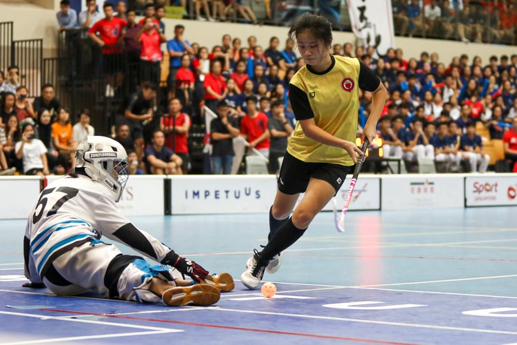 Megan Ng Ker Yii (VJC #45) takes the ball around the keeper to convert her penalty shot. (Photo 19 © Clara Lau/REDintern)
