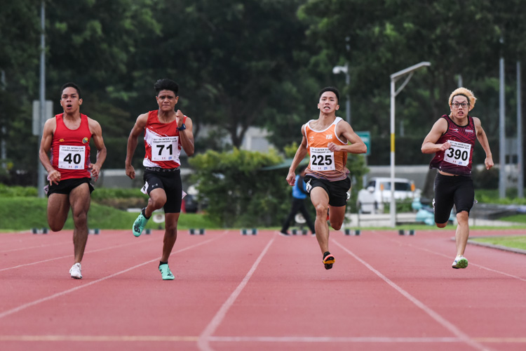 ITE's Marc Brian Louis (#71) emerged victorious in the Men's 100m final with a time of 11.09s, while Ang Weisi (#40) of Flash Athletics Club and Sing Hui (#225) of NUS came in second and third in 11.33s and 11.40s respectively. (Photo 1 © Iman Hashim/Red Sports)
