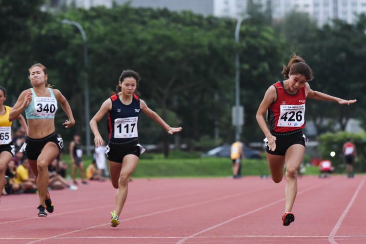 Clara Goh (#426) of TP clinched gold in the Women's 100m final with a time of 12.72s, while SMU's Kerstin Ong (#340) and NYP's Rebecca Tay (#117) placed second and third with times of 13.16s and 13.17s respectively. (Photo 1 © Iman Hashim/Red Sports)