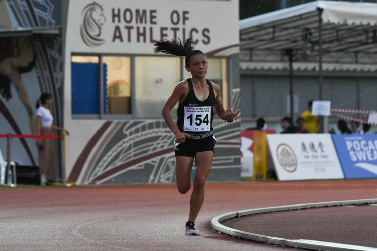 Nicole Low of NTU comfortably won the Women's 10,000m with a time of 39:19.36. (Photo 1 © Iman Hashim/Red Sports)