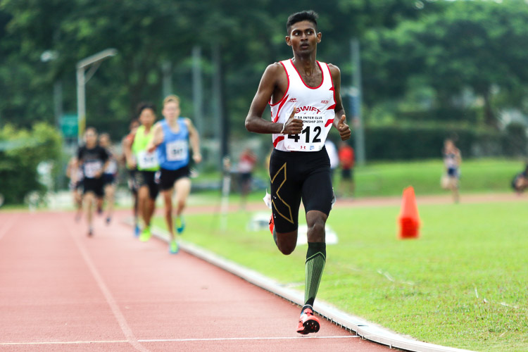Mohamed Haja Fayiz (#412) of Swift Athletes Association won the second timed final of the Men's 1500m, but settled for third overall with a time of 4:17.44. (Photo 41 © Clara Lau/Red Sports)