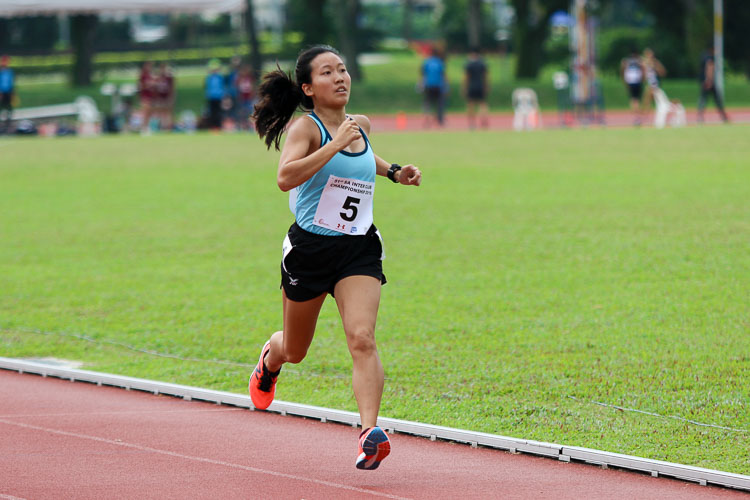 Tan Hui Xin (#5) of Club Zoom finished sixth overall in the Women's 1500m with a time of 5:33.28. (Photo 37 © Clara Lau/Red Sports)