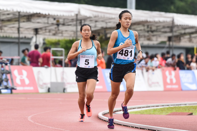 Clarice Lau (#481) of ActiveSG Athletics Club won the first timed final of the Women's 1500m, but settled for bronze overall with a time of 5:15.37. Tan Hui Xin (#5) of Club Zoom placed sixth overall. (Photo 1 © Iman Hashim/Red Sports)