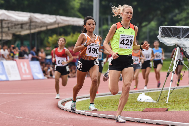 Vanessa Lee (#190) of NUS keeps pace with Therese Jansson (#429) of Trackstar Athletics in the early rounds of the Women's 1500m Timed Final 2. Vanessa finished first while Therese came in second. (Photo 1 © Iman Hashim/Red Sports)