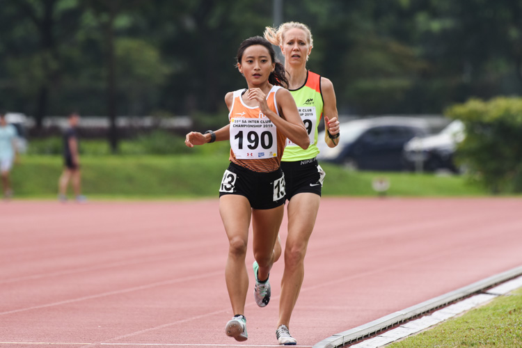 Vanessa Lee of NUS takes the lead in the Women's 1500m race. (Photo 1 © Iman Hashim/Red Sports)