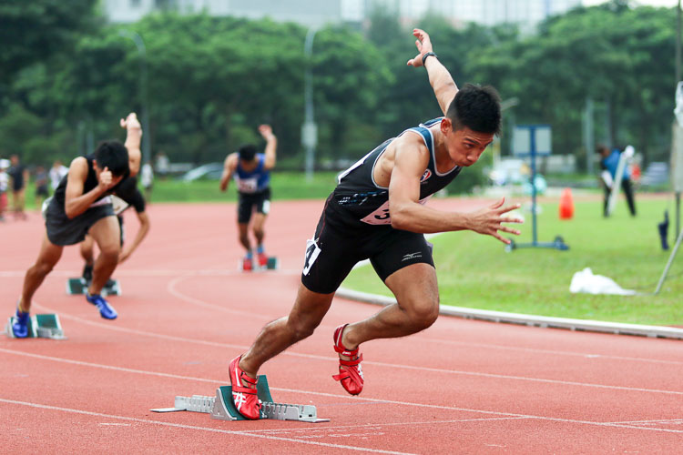 Alex Rodney Koh (#315) of SAFSA finished fastest in his heat to qualify for the Men's 400m final. (Photo 47 © Clara Lau/Red Sports)