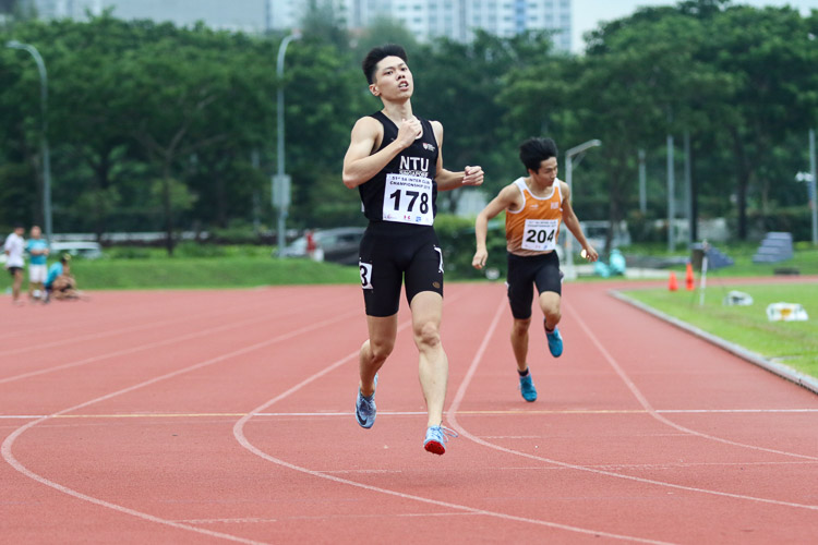 Darren Tien (#178) of NTU won the Men's 400m final with a time of 51.69s. (Photo 49 © Clara Lau/Red Sports)