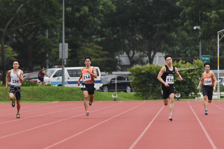Darren Tien (#178) of NTU won the Men's 400m final with a time of 51.69s. (Photo 1 © Iman Hashim/Red Sports)