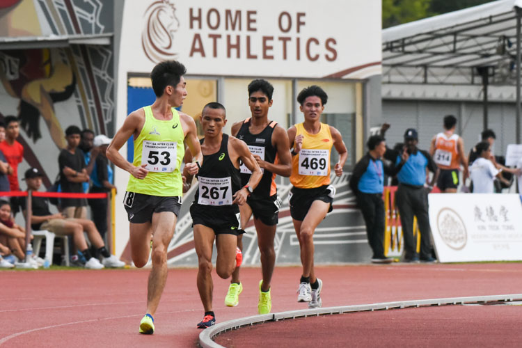 Soh Rui Yong (#53) of Flash Athletics Club looks back at the chasing pack in the Men's 5000m Timed Final 2. (Photo 1 © Iman Hashim/Red Sports)