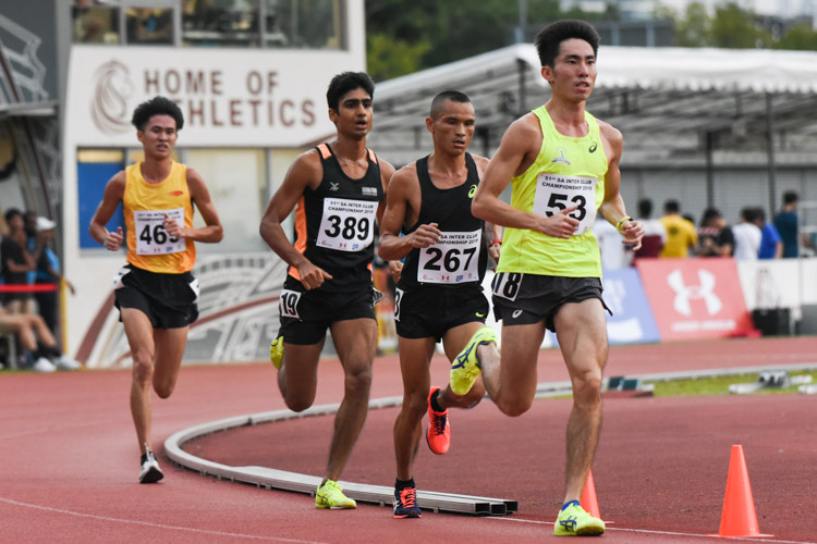 Soh Rui Yong (#53) leading the front pack in the Men's 5000m Timed Final 2. He eventually finished first in 15:37.23, as Nimesh Gurung (#267) of PSA finished second in 15:45.80. Karthic Harish (#389) of SUTD came in third in the timed final and fourth overall with a time of 16:13.90, with Tan Chong Qi (#469) of Wings in fifth place in 16:29.90. (Photo 1 © Iman Hashim/Red Sports)