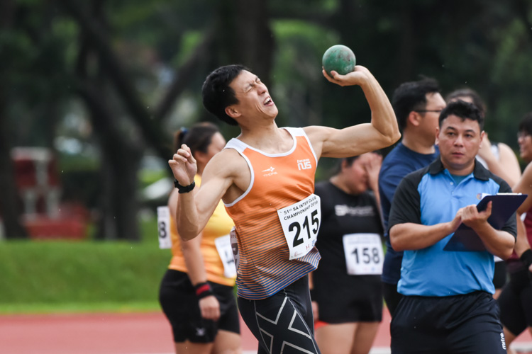 Jonathan Lai of NUS threw 9.72m in the Men's Shot Put to come in fourth place. (Photo 1 © Iman Hashim/Red Sports)