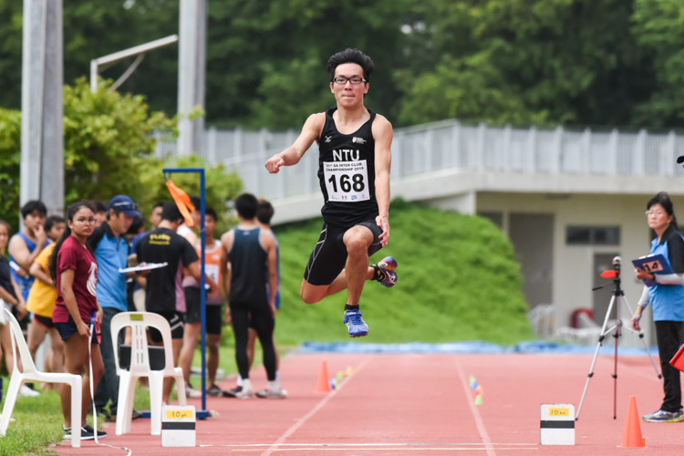 Justin Lee of NTU clinched silver in the Men's Triple Jump with a leap of 13.86m. (Photo 1 © Iman Hashim/Red Sports)