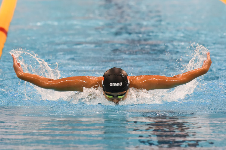 Nicholle Toh, 18, was the top local as she came in second in the Women's 200m Butterfly event with a time of 2:17.42. (Photo 1 © Iman Hashim/Red Sports)