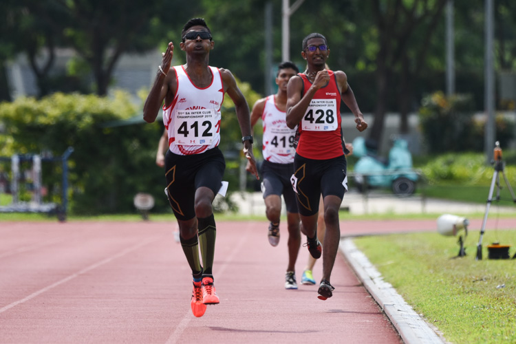 Mohamed Haja Fayiz (#412) of Swift Athletes Association came in second in the Men's 800m timed finals with a time of 2:02.61, while Jonathan Andrew (#428) of Temasek Polytechnic finished third in 2:03.89. (Photo 1 © Iman Hashim/Red Sports)