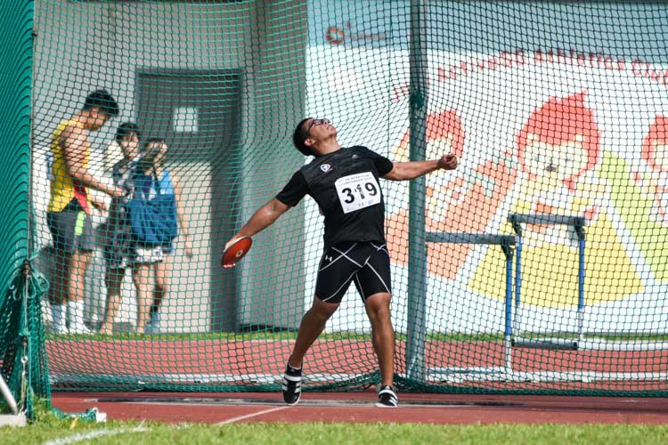 Eric Yee of SAFSA placed third in the Men's Discus with a 43.81m throw. (Photo 1 © Iman Hashim/Red Sports)