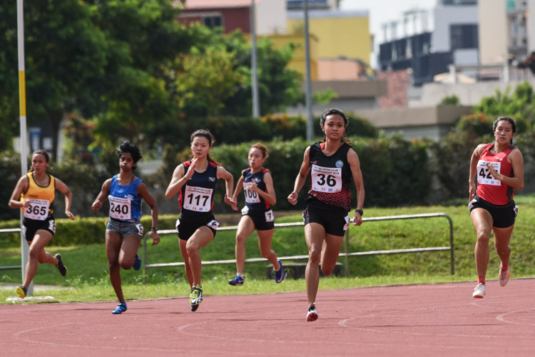Izlyn Zaini (#36) of Flash Athletics Club won the Women's 200m final in 25.58s, as Rebecca Tay (#117) of Nanyang Polytechnic and Gwendolyn Lim (#427) of Temasek Polytechnic finished second and third respectively. (Photo 1 © Iman Hashim/Red Sports)