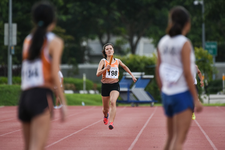 Ong Jia Ling running the first leg for NUS in the Women's 4x400m Relay. (Photo 1 © Iman Hashim/Red Sports)