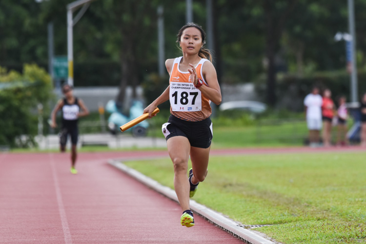 Celeste Goh anchoring NUS to the Women's 4x400m Relay gold in a time of 4:23.17. (Photo 1 © Iman Hashim/Red Sports)