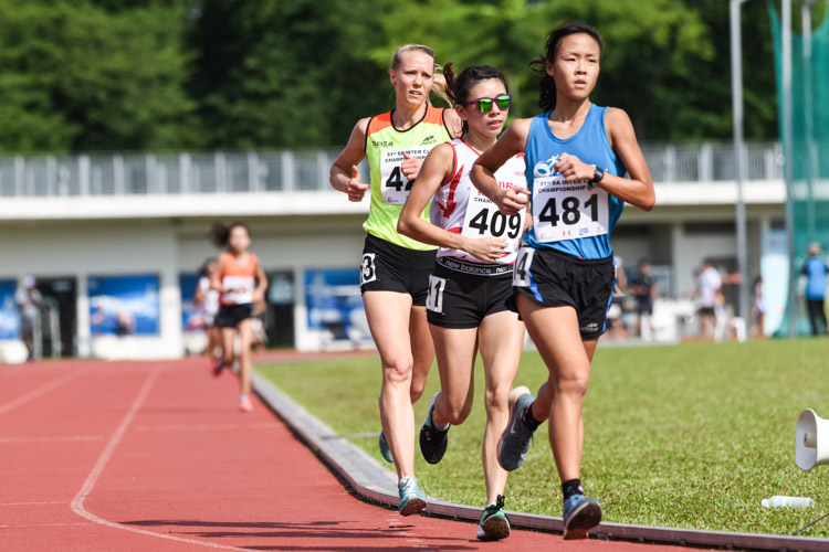 Romaine Soh (#409) of Swift Athletes Association and Clarice Lau (#481) of ActiveSG Athletics Club finished second and third in the Women's 5000m with timings of 20:02.63 and 20:12.73 respectively. (Photo 1 © Iman Hashim/Red Sports)