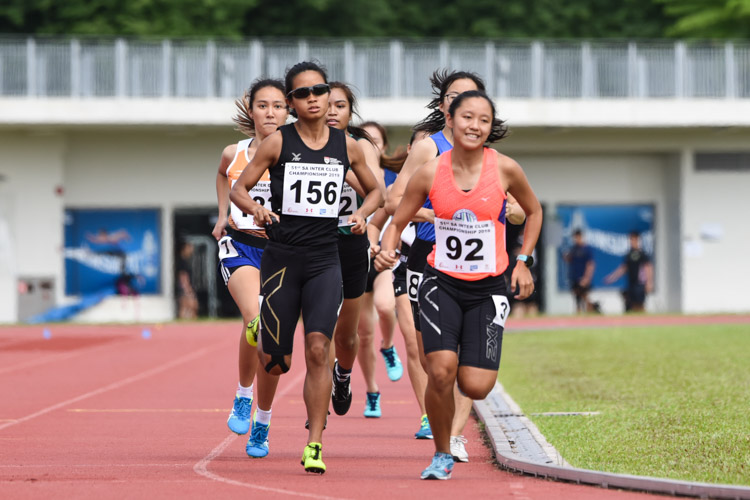 Levyn Wong (#92) of Macritchie Runners 25 finished second in the Women's 800m timed finals with a time of 2:35.64, while Grace Ng (#156) of NTU came in third in 2:36.77. (Photo 1 © Iman Hashim/Red Sports)