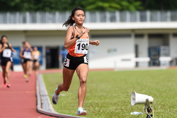 Vanessa Lee (#190) of NUS won gold in the Women's 800m with a time of 2:26.55. (Photo 1 © Iman Hashim/Red Sports)