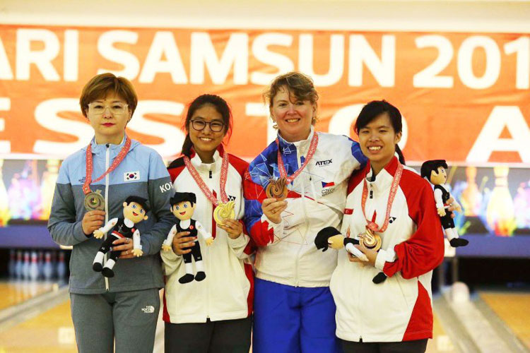 Adelia posing with Singapore's first ever gold medal at Deaflympics for Singapore. (Photo courtesy of Adelia Naomi Yokoyama)