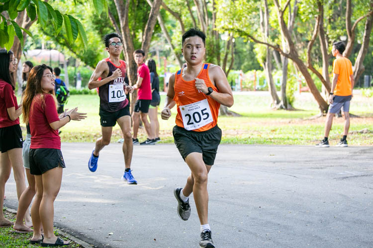 Shaun Goh (#205) of NUS came in sixth in the Men's race with a time of 19:56. (Photo 1 © Iman Hashim/Red Sports)