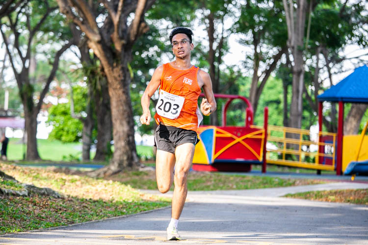 Shohib Marican (#203) of NUS finished fourth in the Men's race with a time of 19:39. (Photo 1 © Iman Hashim/Red Sports)