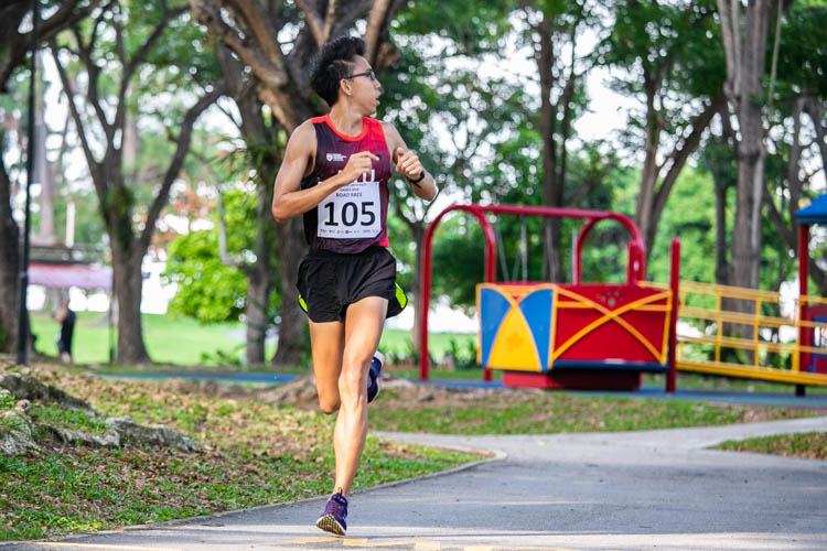 Koh Zuo Hong (#105) of NTU came in fifth in the Men's race with a time of 19:46. (Photo 1 © Iman Hashim/Red Sports)
