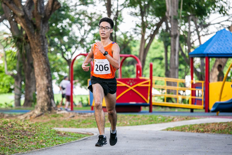 Keeve Ho (#206) of NUS finished eighth in the Men's race in 20:32. (Photo 1 © Iman Hashim/Red Sports)