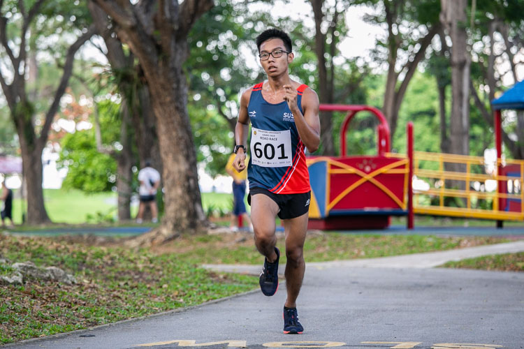 Teng Wei Ming (#601) of SUSS finished 12th in the Men's race with a time of 21:05. (Photo 1 © Iman Hashim/Red Sports)
