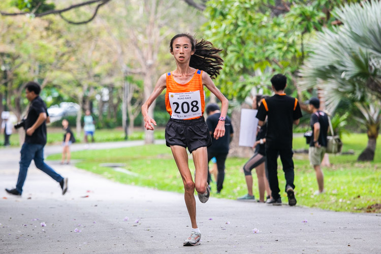 Toh Ting Xuan (#208) of NUS finished third in the Women's race with a time of 23:52. (Photo 1 © Iman Hashim/Red Sports)
