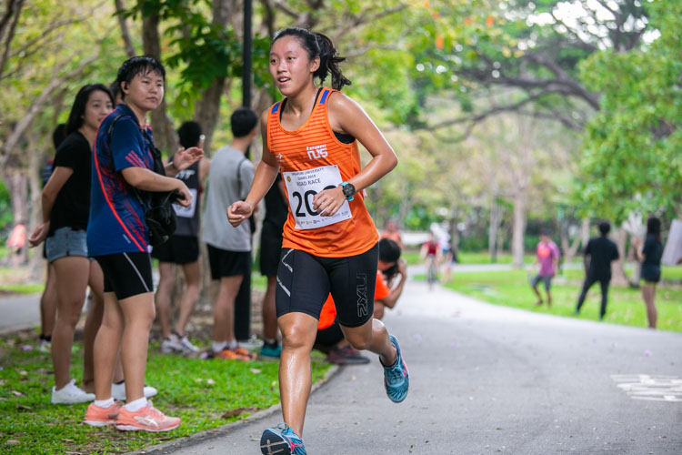 Levyn Wong (#209) of NUS came in fourth in the Women's race with a time of 24:55. (Photo 1 © Iman Hashim/Red Sports)
