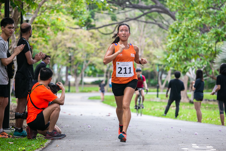Tan Hui Xin (#211) of NUS came in fifth in the Women's race with a time of 25:11. (Photo 1 © Iman Hashim/Red Sports)