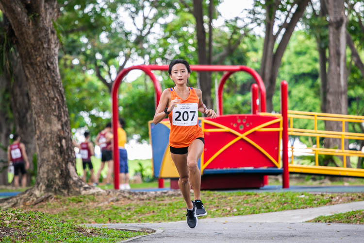 Vanessa Lee (#207) led a 1-3-4-5-6 finish for NUS in the Women's race with a time of 22:38. (Photo 1 © Iman Hashim/Red Sports)