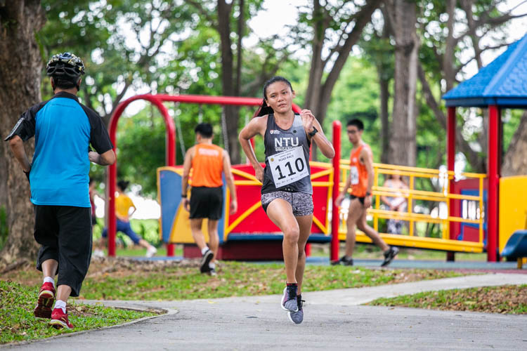 Nicole Low (#110) of NTU finished second in the Women's race with a time of 23:07. (Photo 1 © Iman Hashim/Red Sports)