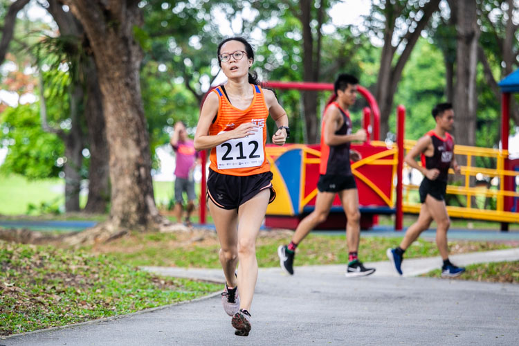Kathleen Lin (#212) of NUS finished sixth in the Women's race in 26:03. (Photo 1 © Iman Hashim/Red Sports)