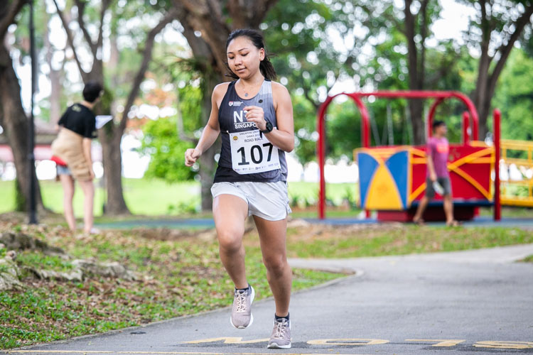Anna Ameng (#107) of NTU finished seventh in the Women's race in 26:11. (Photo 1 © Iman Hashim/Red Sports)
