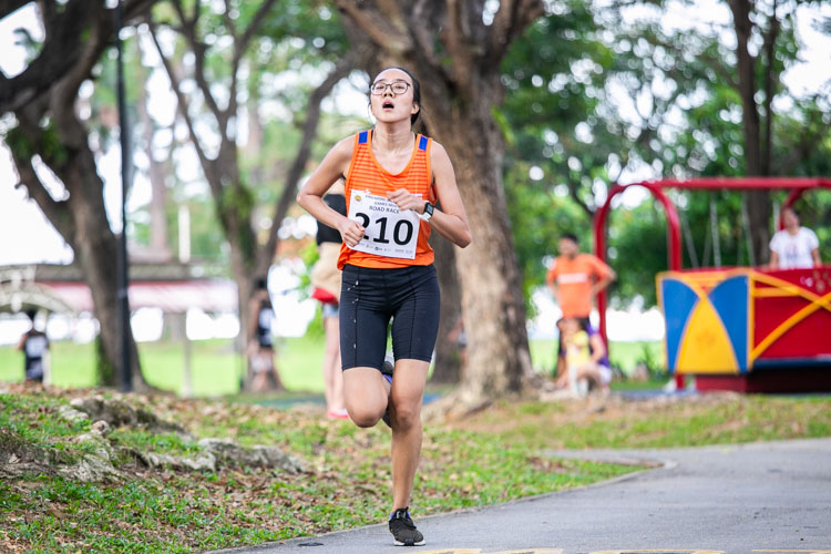 Joyceleen Yap of (#210) of NUS finished 13th in the Women's race in 27:33. (Photo 1 © Iman Hashim/Red Sports)