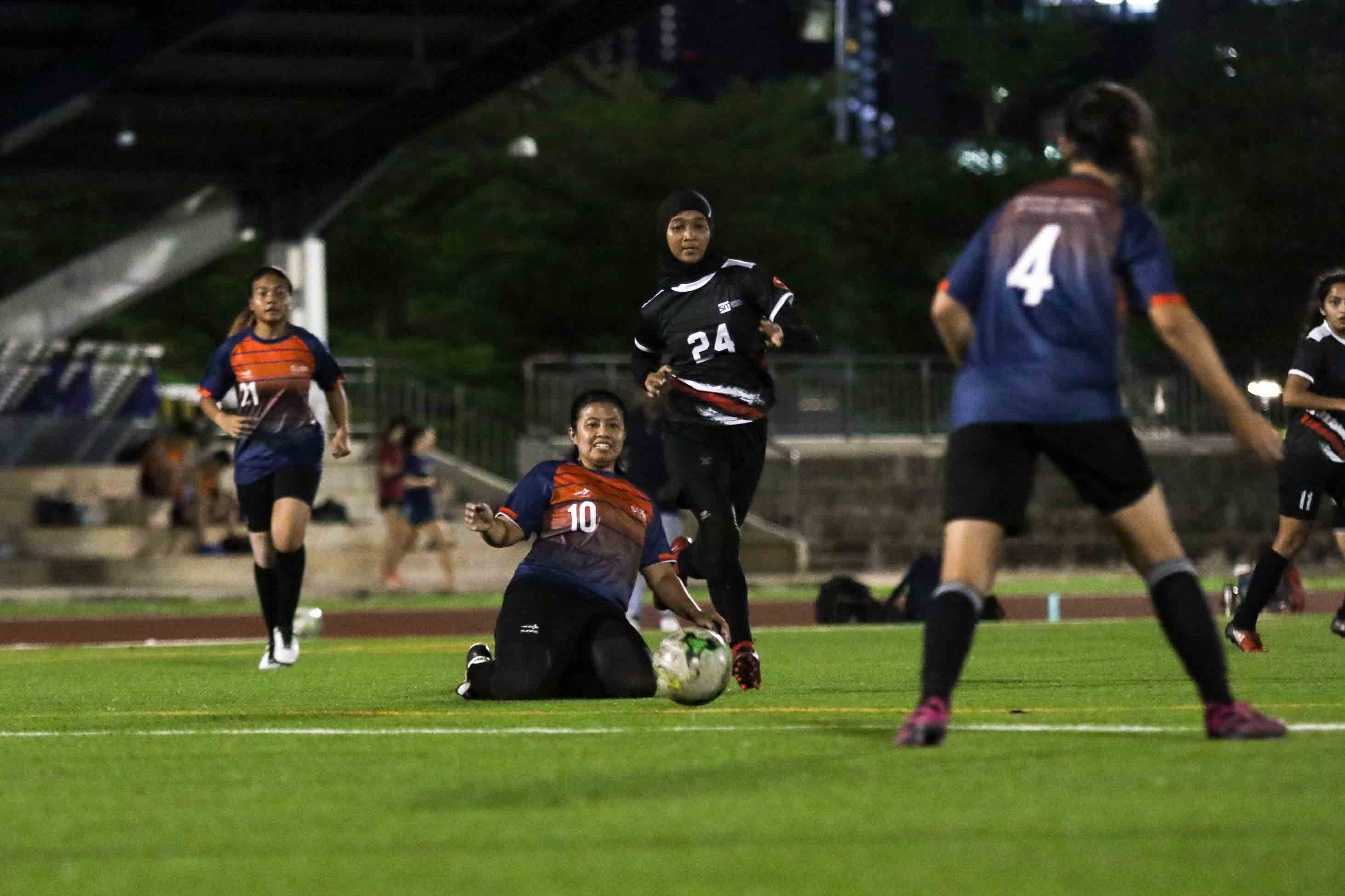 SUSS edge SIT 4-3 in Singapore University Games Women's Football Championship. (Photo 8 © Clara Lau/Red Sports)
