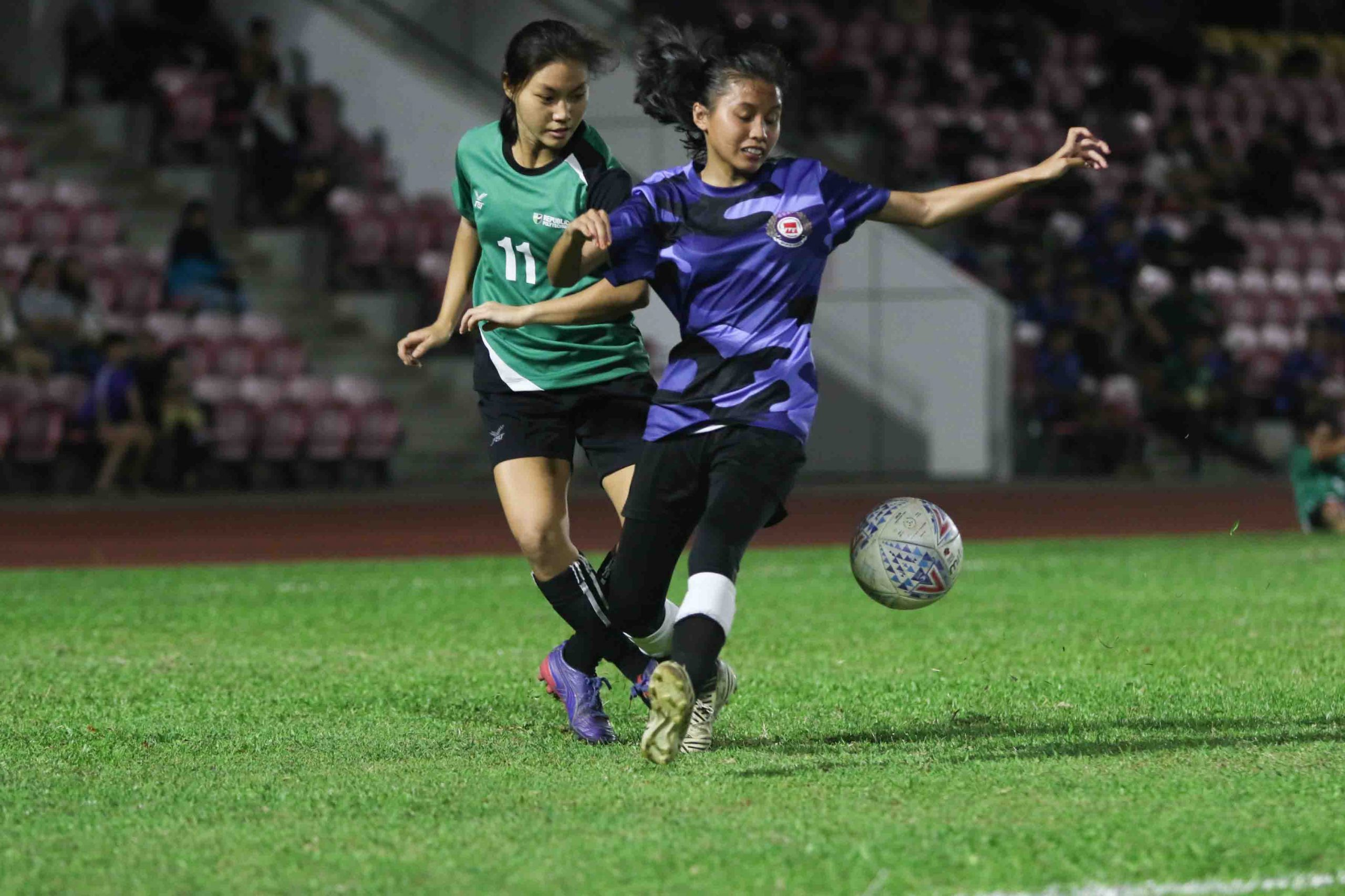 Yuen Choi Sum Jessie (RP #11) sends a cross pass Nur Jannah Bte Khamis (ITE #3) and into the opposition's box. (Photo 1 © Clara Lau/Red Sports)