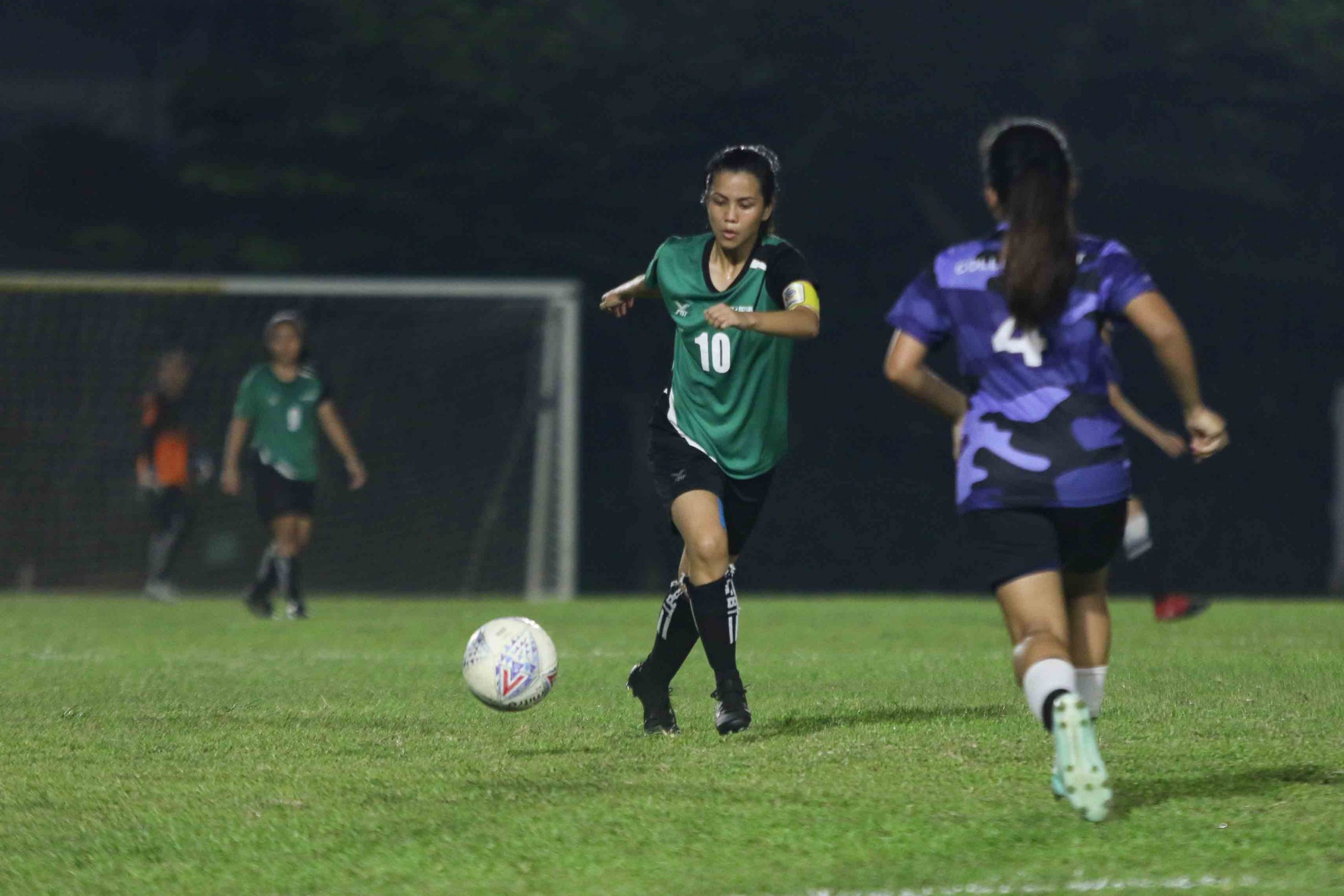 RP's captain Reneelyn Sison (#10) lines up a shot at goal. (Photo 6 © Clara Lau/Red Sports)