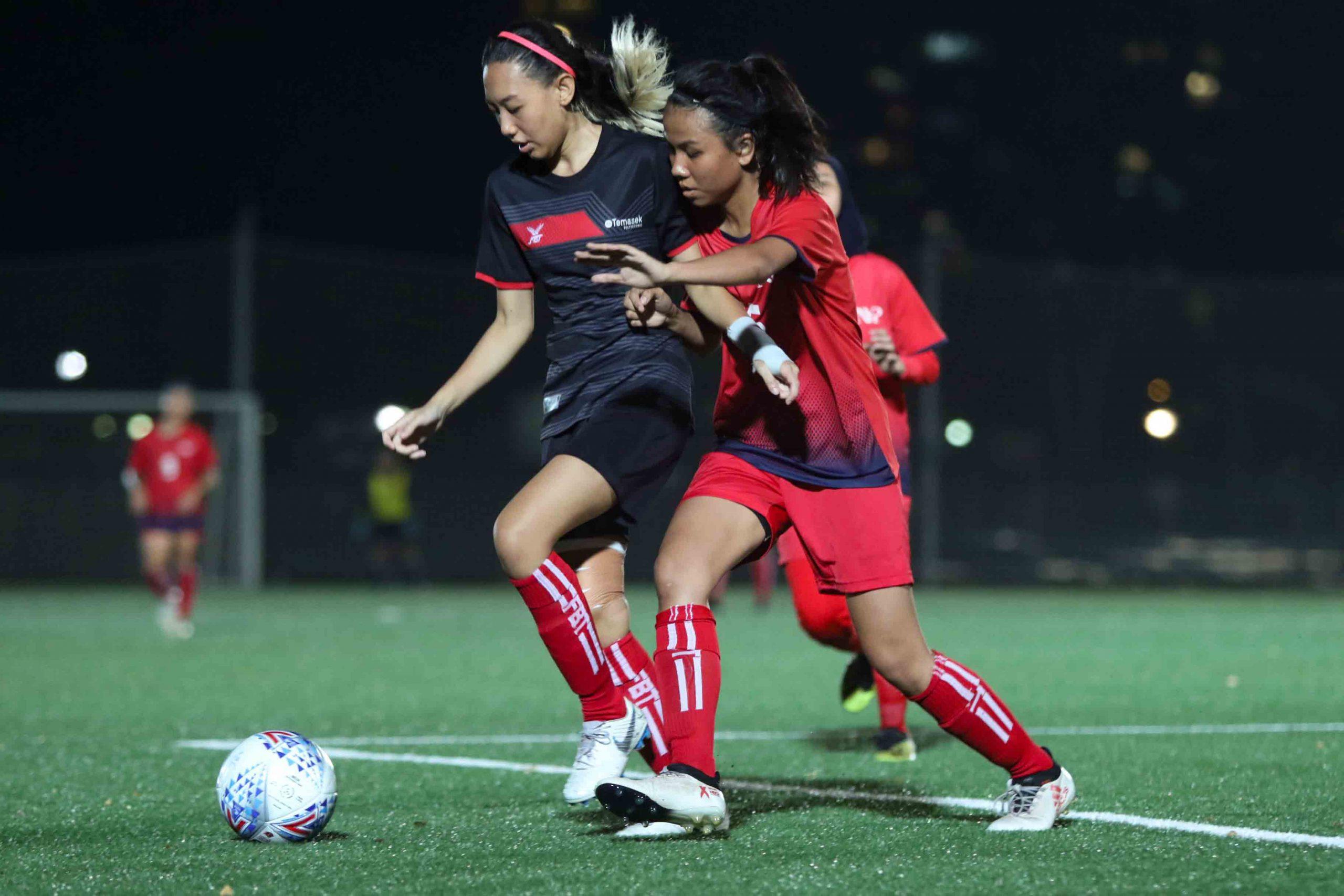 Nur Saidah (TP #15) protects the ball under pressure from Nadia Natasha (NYP #15). (Photo 4 © Clara Lau/Red Sports)